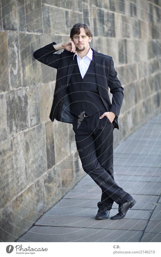 Vitali I Stil Business Mittelstand Karriere Erfolg Junger Mann Jugendliche Erwachsene Mode Anzug brünett Bart Lächeln stehen elegant modern dünn selbstbewußt