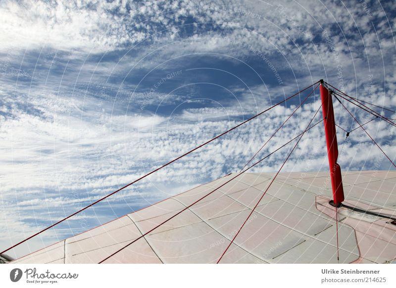 Ikarus Himmel weiß rot Wolken Luft Seil Flügel Stoff Tragfläche Draht Tuch Stab Aktion Hängegleiter Gleitschirm Fluggerät