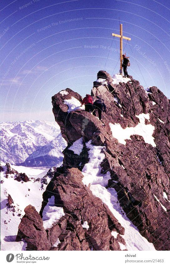 Dreiländerspitze wandern Bergsteigen steil Gipfel Berge u. Gebirge Klettern Felsen Zacken Rücken Schnee