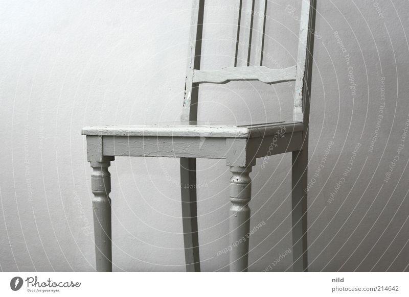 Esszimmer Häusliches Leben Wohnung Innenarchitektur Möbel Stuhl Sammlerstück Holz weiß Antiquität edel schick Gedeckte Farben Innenaufnahme Studioaufnahme