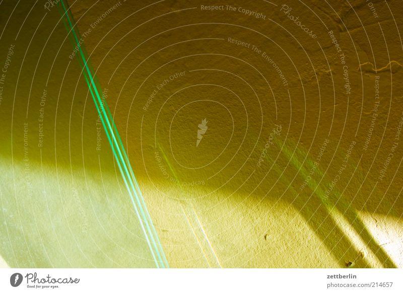 Licht Glas Wahrheit Scheibe Lichtbrechung Schatten Wand Ecke Linie Raum Wohnung Häusliches Leben Farbfoto Gedeckte Farben Innenaufnahme Detailaufnahme