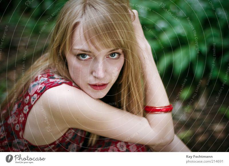 ...und wieder ein mädchen im wald..03 Jugendliche schön Erwachsene feminin Leben Stil blond elegant natürlich ästhetisch Junge Frau 18-30 Jahre Model Schulter langhaarig Lippenstift