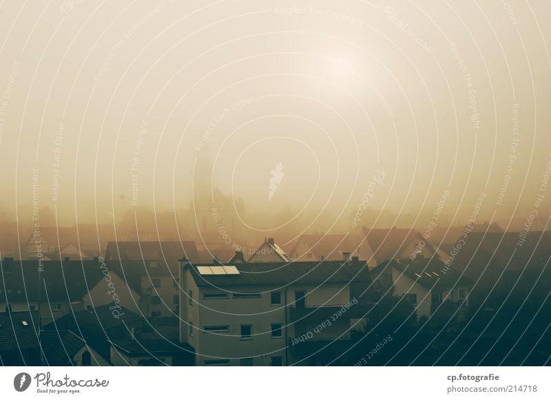 Herbst Nebel Dorf Kleinstadt Stadt Stadtzentrum Altstadt Menschenleer Haus Einfamilienhaus Kirche Bauwerk Gebäude kalt Morgen Sonnenaufgang Sonnenuntergang