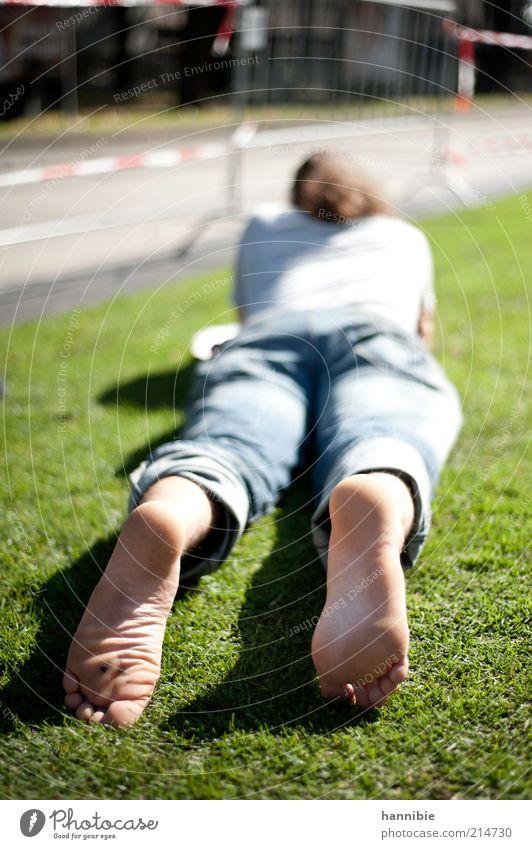 relax Mensch Jugendliche blau grün Sommer ruhig Erholung Straße Wiese Erwachsene Fuß Zufriedenheit Rücken liegen maskulin lesen