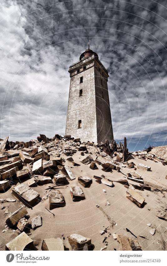 Trotz dem! Sand Küste Nordsee Meer Düne Stranddüne Haus Turm Leuchtturm Ruine Mauer Wand Hoffnung Glaube demütig Feindseligkeit Gewalt Zerstörung Erinnerung