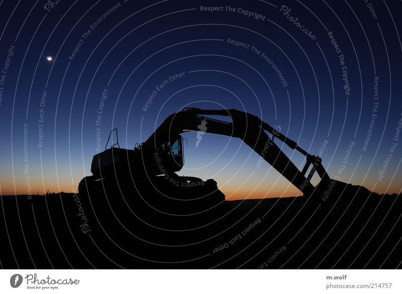 Nightmove blau schwarz Arbeit & Erwerbstätigkeit Stimmung Industrie Baustelle Nachthimmel Mond Bagger Langzeitbelichtung Feierabend