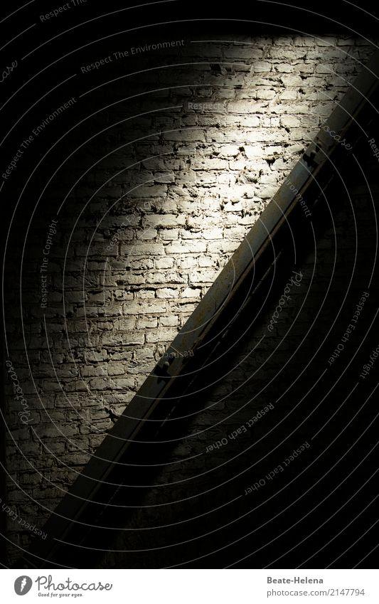 Lichtblick Gebäude Mauer Wand Zeichen beobachten genießen Blick außergewöhnlich schwarz weiß Gefühle Stimmung Optimismus Tatkraft Vertrauen Hoffnung
