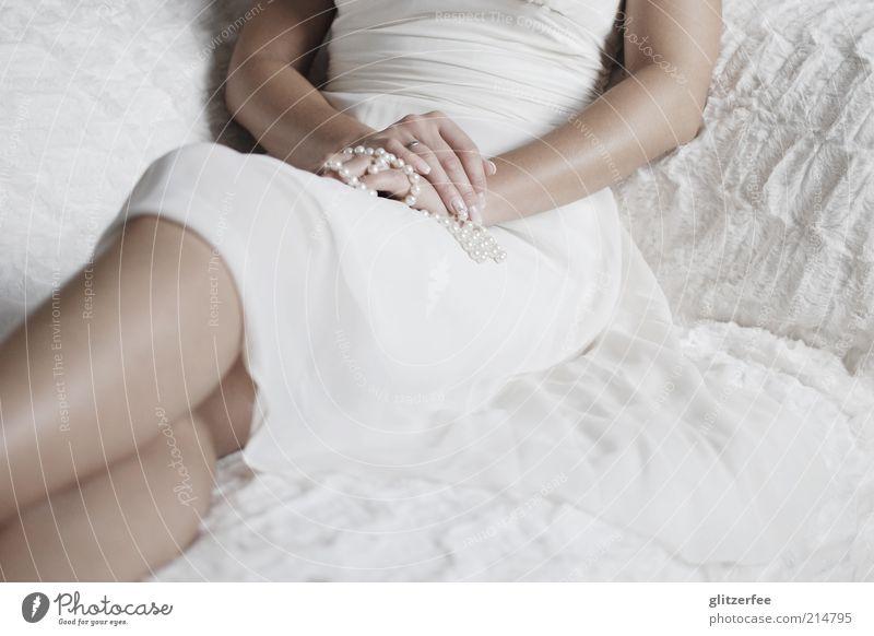 Ja! Haut Hochzeit Mensch feminin Junge Frau Jugendliche Erwachsene Leben Hand Finger Beine 18-30 Jahre Kleid Accessoire Schmuck Ring Zeichen leuchten elegant