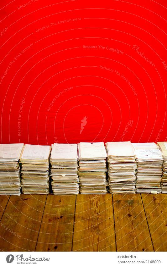 Altes Papier Aktenordner Aktenschrank Aktien Altpapier analog Sammlung Brief schreiben Büro Verwaltung Datei Daten Schriftstück Anleitung Papierstapel