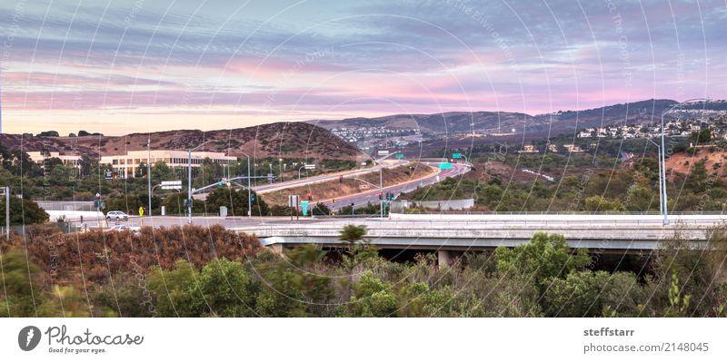Landstraße in Irvine, Kalifornien, bei Sonnenuntergang Ferien & Urlaub & Reisen Ausflug Abenteuer Berge u. Gebirge Landschaft Himmel Wolken Sonnenaufgang