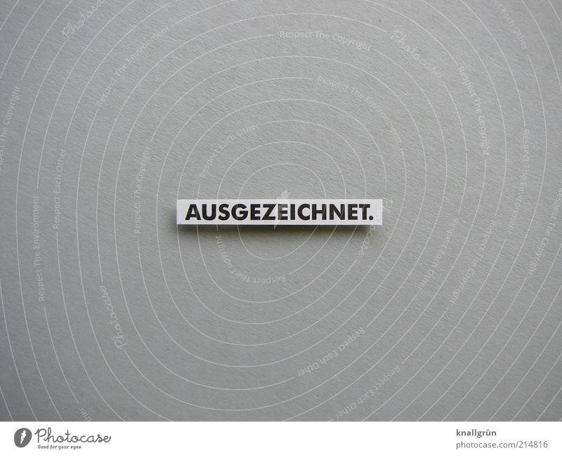 Ausgezeichnet. weiß schwarz grau Erfolg Schilder & Markierungen Kommunizieren Schriftzeichen gut Information Buchstaben außergewöhnlich Schwarzweißfoto positiv