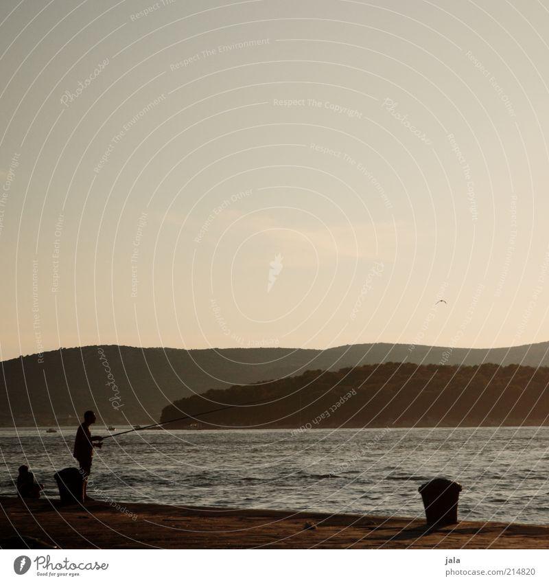 fishing Mensch Mann Himmel Meer Sommer Ferien & Urlaub & Reisen ruhig Einsamkeit Berge u. Gebirge Landschaft Küste Erwachsene Freizeit & Hobby Hügel Angeln