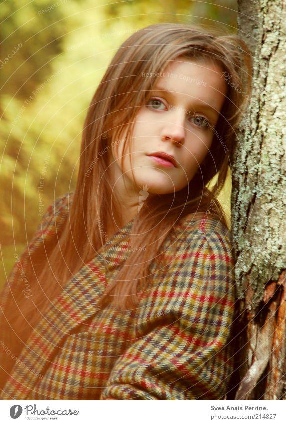 mehr Lifestyle elegant Stil schön feminin Junge Frau Jugendliche Haare & Frisuren Gesicht 1 Mensch 18-30 Jahre Erwachsene Herbst Mode Mantel jacket langhaarig