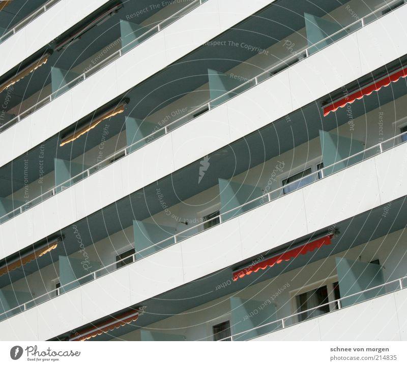 1'252 m ü. M. Stadt Haus Gebäude Metall Architektur Glas Beton Hochhaus Fassade Schweiz Stahl Balkon Bauwerk Terrasse Plattenbau