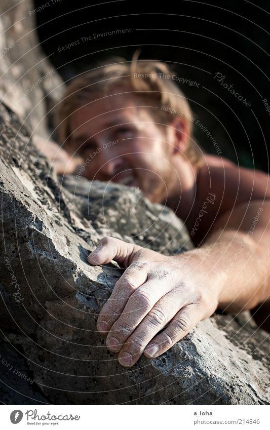 Go Climb A Rock! Mensch Mann Hand Freude Sport Berge u. Gebirge oben Bewegung Linie Kraft blond Felsen hoch maskulin Abenteuer planen
