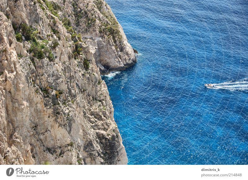 Natur Wasser schön Himmel Meer grün blau Sommer Strand Ferien & Urlaub & Reisen Landschaft Wasserfahrzeug Küste Felsen hoch