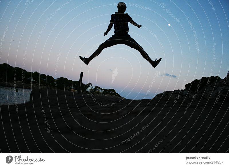 Phil - Jump Freude Tourismus Abenteuer maskulin 1 Mensch Landschaft Nachthimmel Horizont Mond Vollmond Schönes Wetter Küste Bucht dunkel Unendlichkeit hoch
