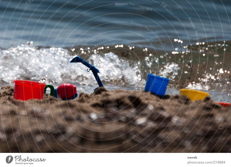 Neubau am Meer Stil Spielen Sandkasten Spielzeug Eimer Sommer Sommerurlaub Strand Schaufel Wellen Lastwagen Bagger Wasser Arbeit & Erwerbstätigkeit drehen