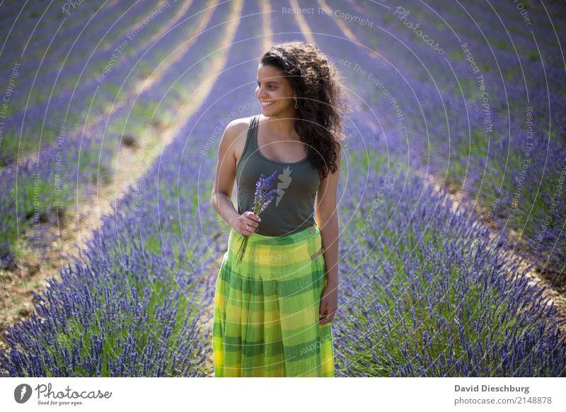 Der Duft von Lavendel Ferien & Urlaub & Reisen Tourismus Ausflug Abenteuer Ferne Sommerurlaub feminin Körper Gesicht 18-30 Jahre Jugendliche Erwachsene Natur