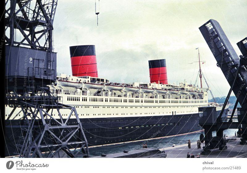 Queen Elizabeth #2 Wasserfahrzeug Dampfschiff Meer Dock Kran verladen Mole Europa Hafen
