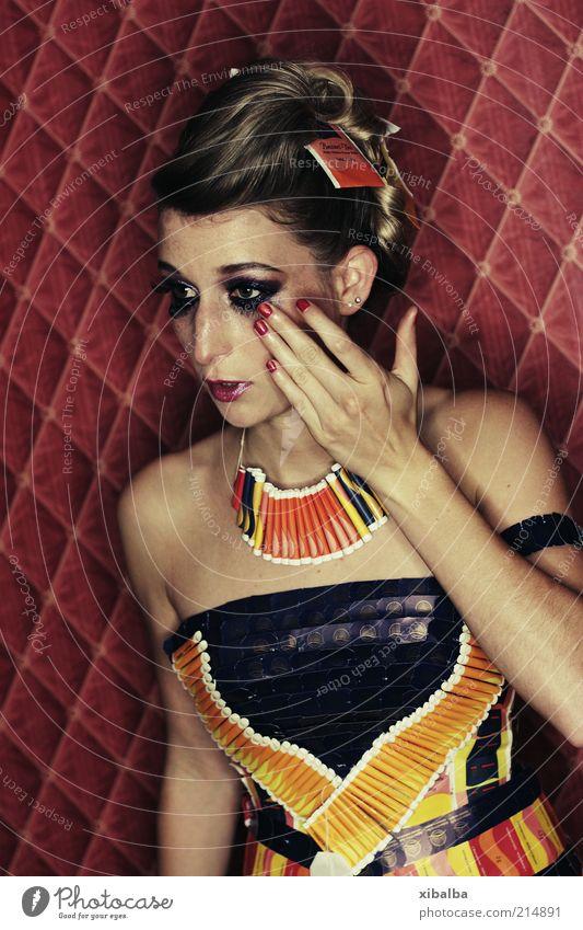 Tape Your Tea Jugendliche schön Junge Frau 18-30 Jahre Erwachsene Auge Traurigkeit feminin Kunst Feste & Feiern Mode elegant ästhetisch Kleid Schmuck Tee