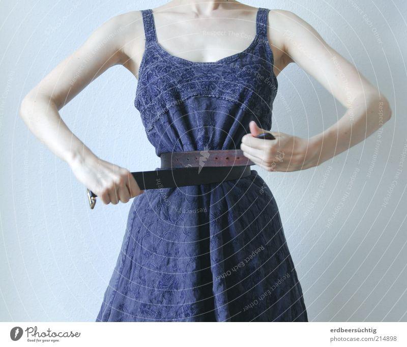Schnürriemen Jugendliche blau weiß schön feminin Leben Stoff Kleid violett dünn Puppe Kontrolle Diät Gürtel eitel Ernährung