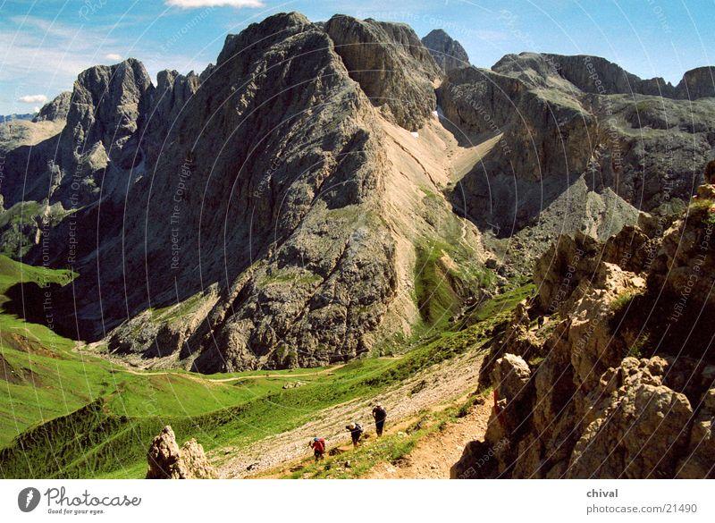 Südtirol Berge u. Gebirge wandern Felsen Spitze Bergsteigen Tal Berghang steil