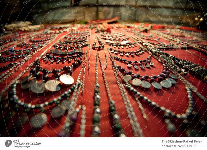 Schmuckig Ferien & Urlaub & Reisen Tourismus rot schwarz silber Israel Handel Markt verkaufen Kostbarkeit Farbfoto mehrfarbig Außenaufnahme Weitwinkel Kette