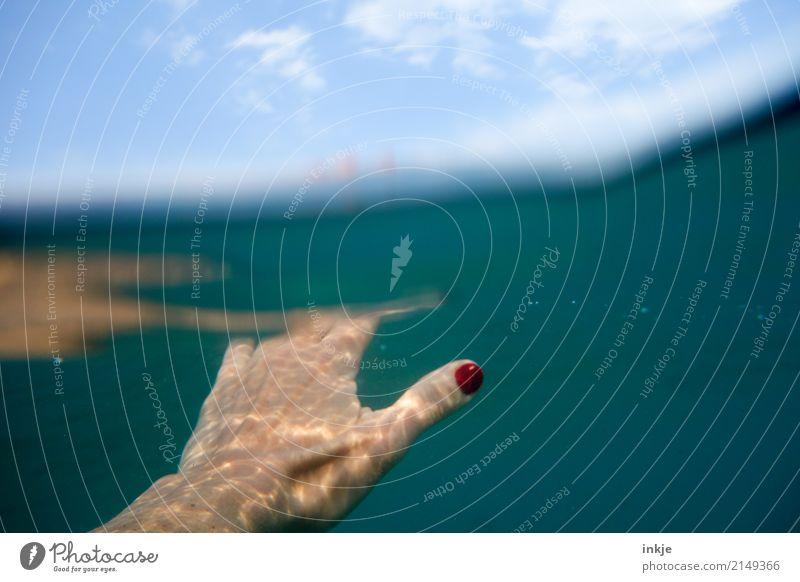 2 Ferien & Urlaub & Reisen Sommer Wasser Hand Meer Erholung ruhig Freude Gefühle Schwimmen & Baden Freizeit & Hobby Schönes Wetter Wohlgefühl Sommerurlaub