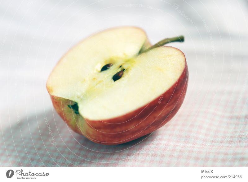 Äpfelchen Gesundheit Frucht Lebensmittel frisch Ernährung süß Apfel Stengel lecker Bioprodukte kariert Hälfte Diät Picknick saftig Kerne