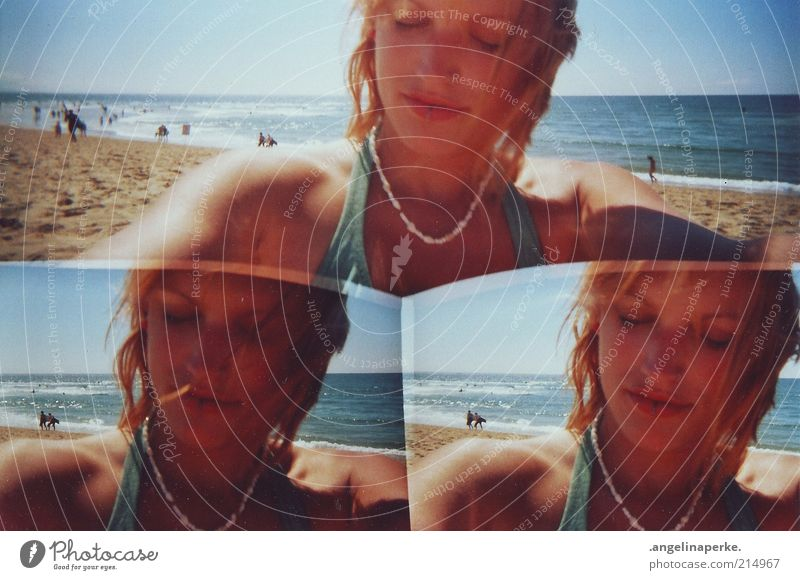 sommersalzwind liegt in der luft Jugendliche Sommer Strand träumen Küste blond Bikini Frankreich genießen Sonnenbad Schönes Wetter Halskette Blauer Himmel