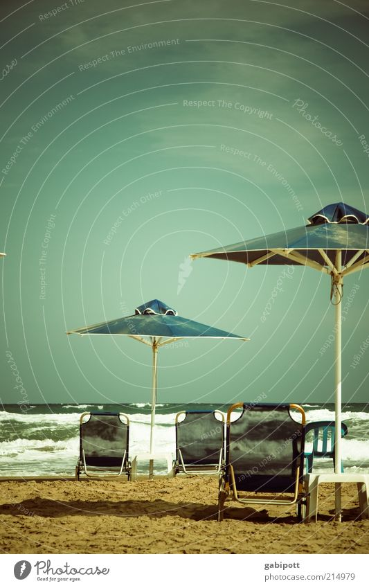 sonnenplätzchen ausgeweitet Himmel Meer grün blau Sommer Strand Ferien & Urlaub & Reisen ruhig Einsamkeit Ferne Farbe Erholung Glück Wellen frei
