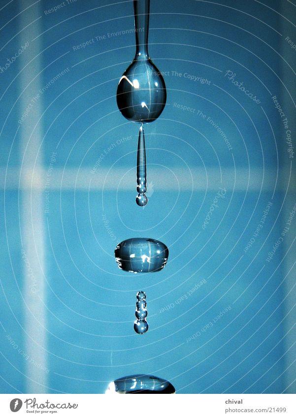 Wasserskulptur 21 blau Wassertropfen fallen Lichtbrechung