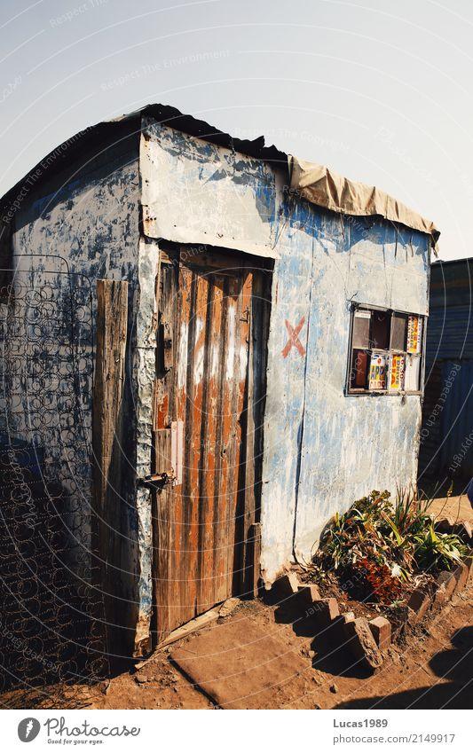 Wellblechhütte Häusliches Leben Wohnung Haus Wohnzimmer Soweto Südafrika Dorf Stadtrand überbevölkert Hütte Gebäude Fassade Armut Elendsviertel Farbfoto