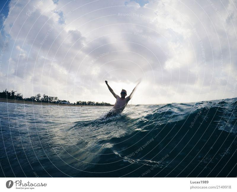 Planschen im Ozean Freizeit & Hobby Ferien & Urlaub & Reisen Tourismus Abenteuer Kreuzfahrt Sommer Sommerurlaub Sonne Sonnenbad Strand Meer Insel Wellen Sport