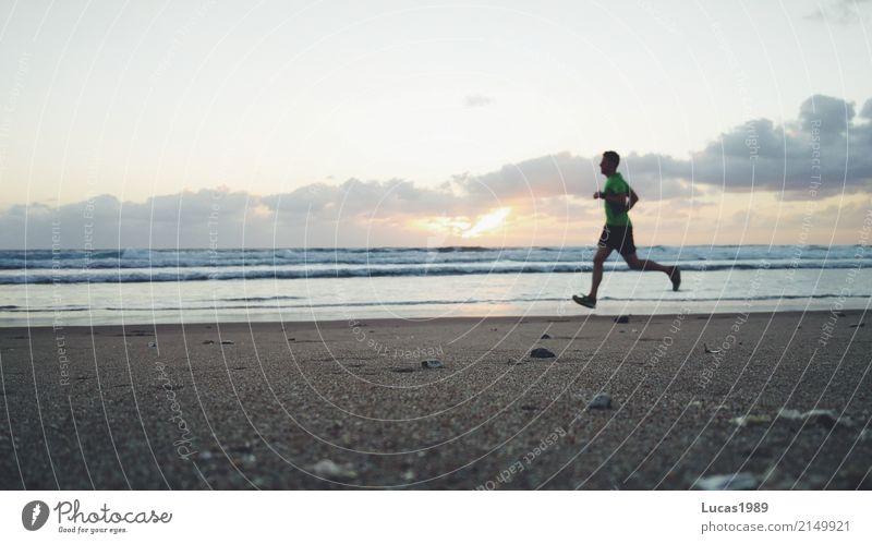 Sunrise run at the beach Mensch Natur Ferien & Urlaub & Reisen Meer Ferne Strand Umwelt Küste Sport Freiheit Tourismus Freizeit & Hobby maskulin Wetter Wellen