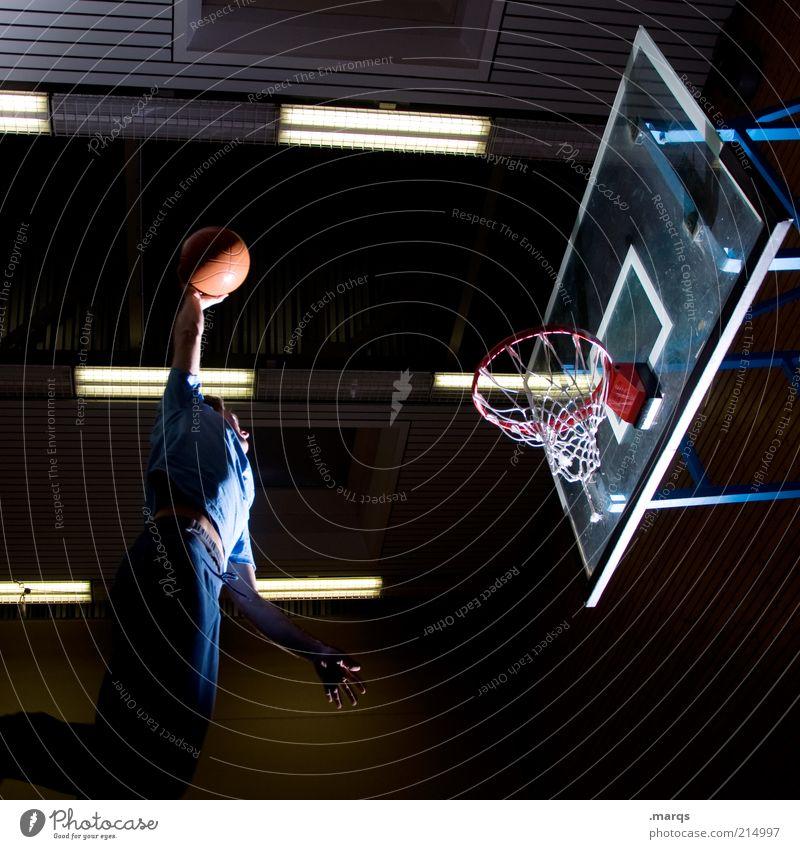 Einlochen Lifestyle Freizeit & Hobby Sport Sportler Basketball Basketballkorb maskulin Junger Mann Jugendliche 1 Mensch 18-30 Jahre Erwachsene fliegen springen