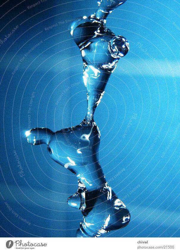 Wasserskulptur 20 Blitzlichtaufnahme Lichtbrechung Muster Reflexion & Spiegelung Wassertropfen fallen blau