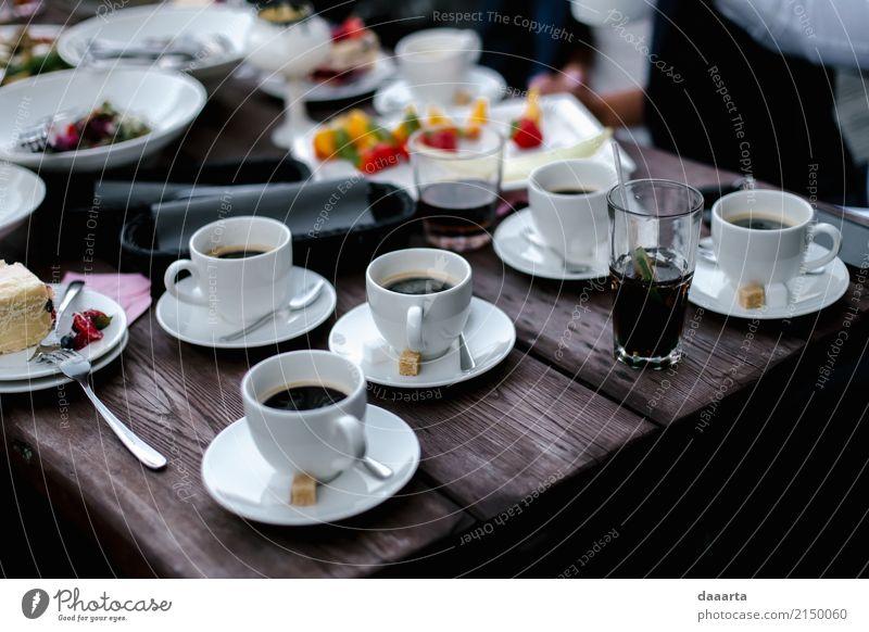 Kuchen und Kaffee Lebensmittel Getränk Longdrink Cocktail Teller Becher elegant Stil Design Freude harmonisch Erholung Ausflug Abenteuer Freiheit Sommer Tisch