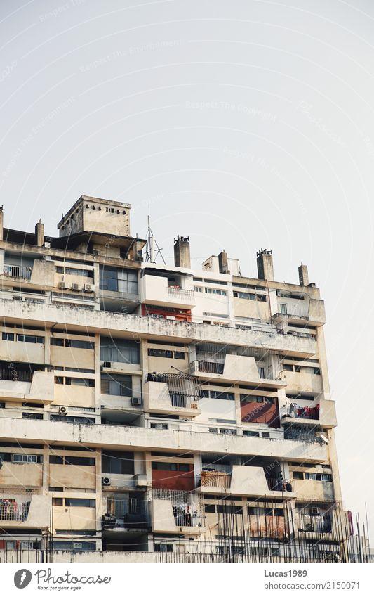 Wohnhaus Maputo Mosambik Stadt Hauptstadt Hafenstadt Stadtzentrum bevölkert überbevölkert Haus Hochhaus Bauwerk Gebäude Architektur Mauer Wand Fassade Balkon
