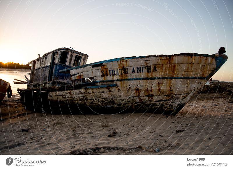 Schiffswrack Himmel Sonnenaufgang Sonnenuntergang Schönes Wetter Küste Strand Meer Insel Schifffahrt Passagierschiff Fischerboot Motorboot Wasserfahrzeug Hafen