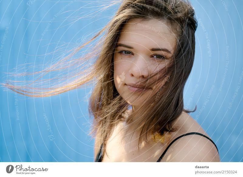 Tief schauende Paulina Jugendliche blau Junge Frau schön Sonne 18-30 Jahre Erwachsene Leben Lifestyle Gefühle feminin Stil Freiheit Stimmung Design