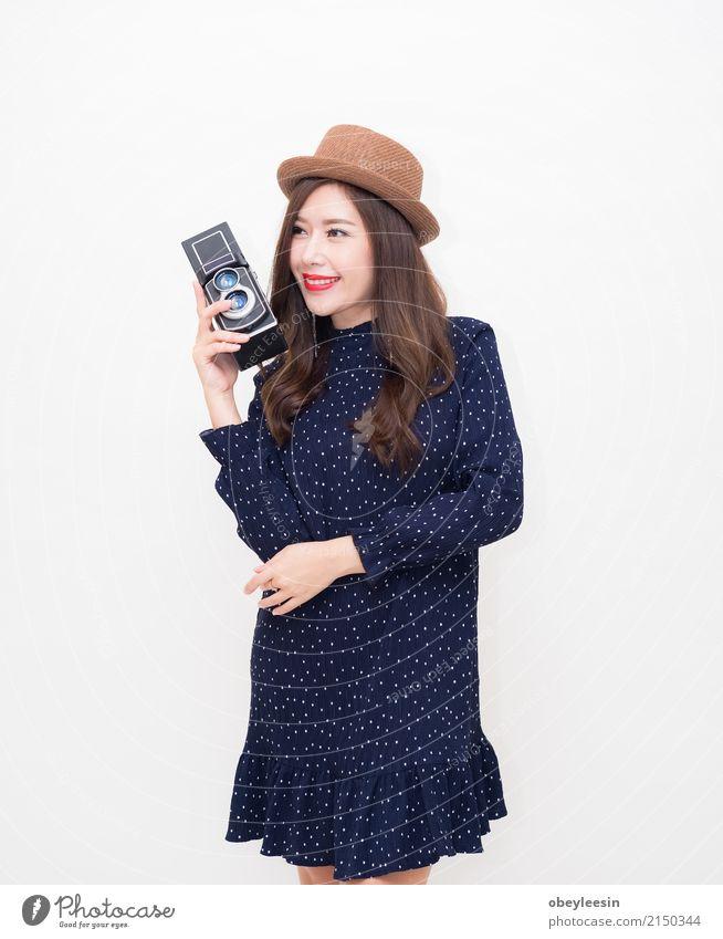 Schöne junge asiatische Frau mit Weinleseart Lifestyle elegant Stil Glück schön Ferien & Urlaub & Reisen Sommer Fotokamera Technik & Technologie Erwachsene Mode