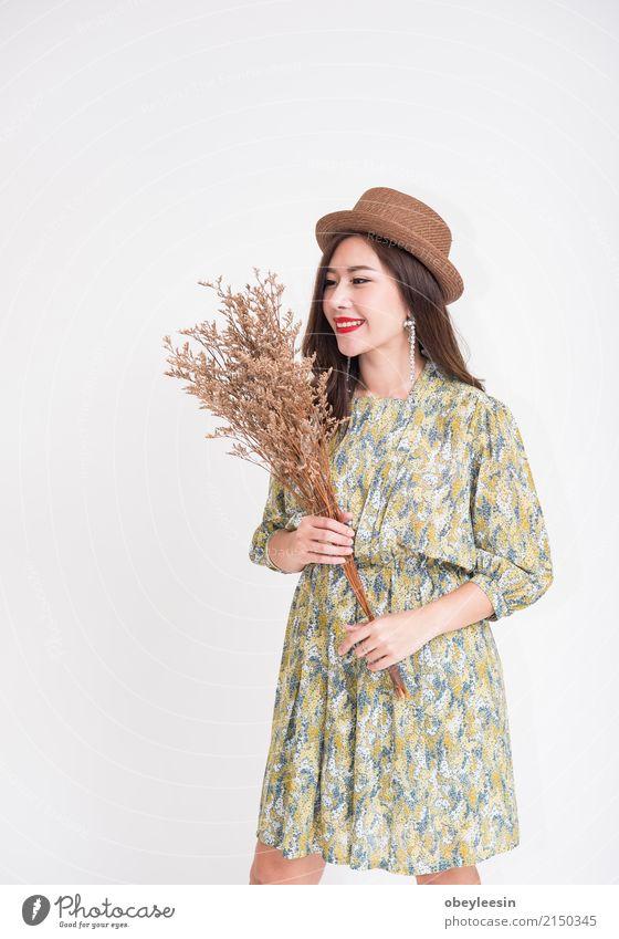 Schöne junge asiatische Frau mit Weinleseart Ferien & Urlaub & Reisen alt blau Sommer schön Erwachsene Lifestyle Stil Glück Mode retro elegant