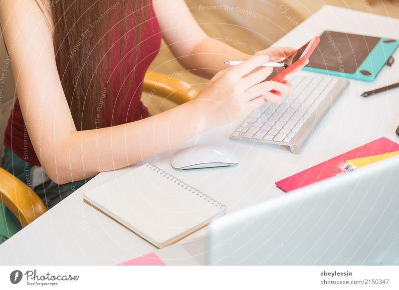 Berechnung der Portokosten eines kleinen Pakets, Frau Jugendliche Erwachsene Glück Business Schule Arbeit & Erwerbstätigkeit Technik & Technologie Erfolg