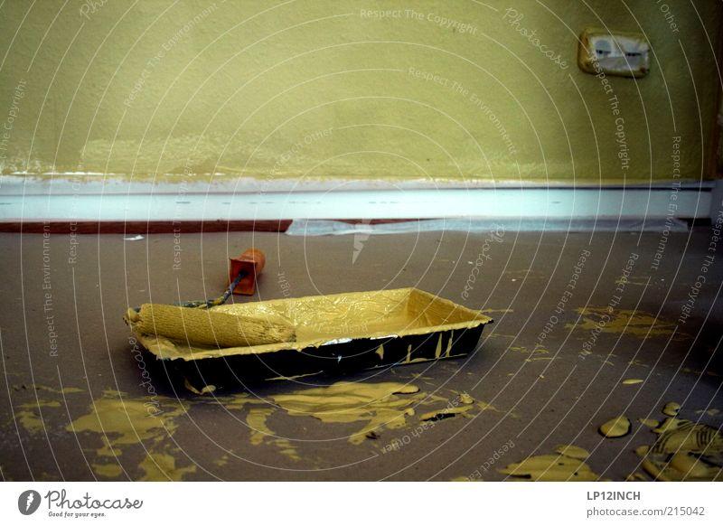 Osmanisches Gelb gelb Farbstoff Stein Wohnung Beton streichen malen Beruf Handwerk Fleck Renovieren Steckdose Holz Holzleiste Haushaltsführung Farbspur