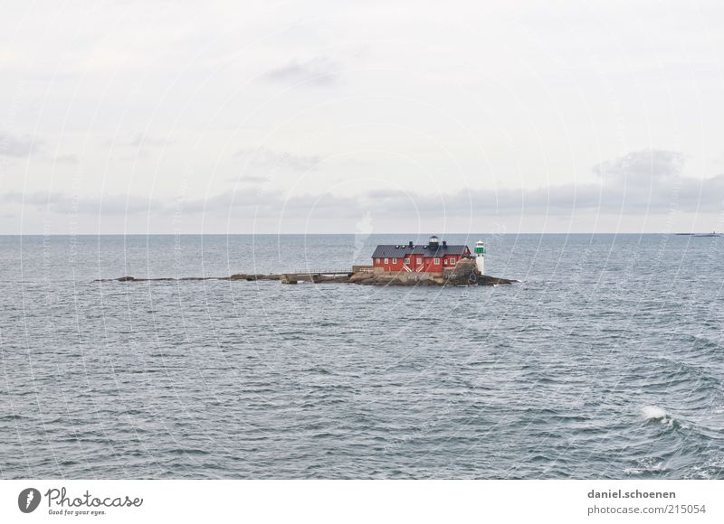 Haus im See Wasser Meer Sommer Ferien & Urlaub & Reisen ruhig Einsamkeit Ferne Wellen Horizont Ausflug Insel Tourismus Leuchtturm Schweden Skandinavien