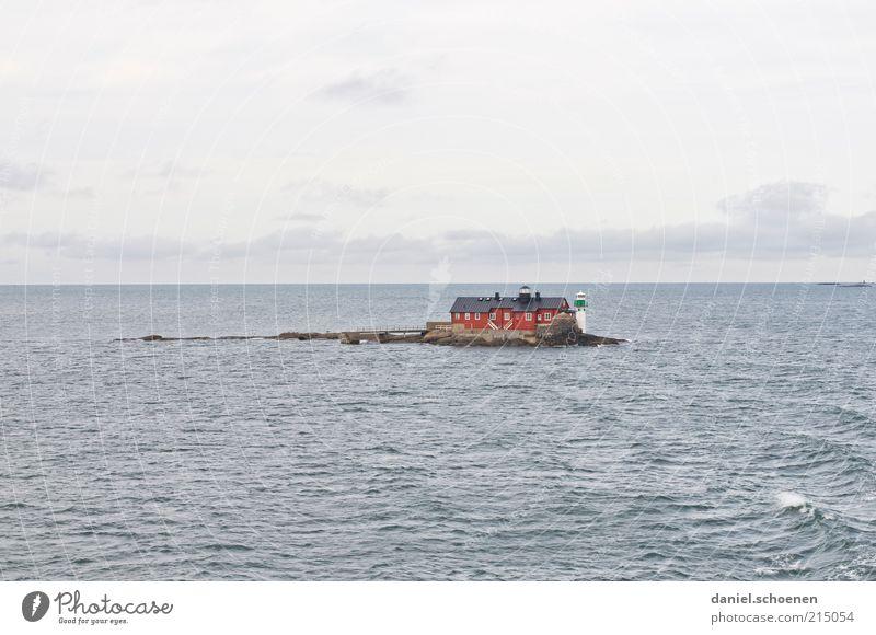 Haus im See Wasser Meer Sommer Ferien & Urlaub & Reisen ruhig Haus Einsamkeit Ferne Wellen Horizont Ausflug Insel Tourismus Leuchtturm Schweden Skandinavien