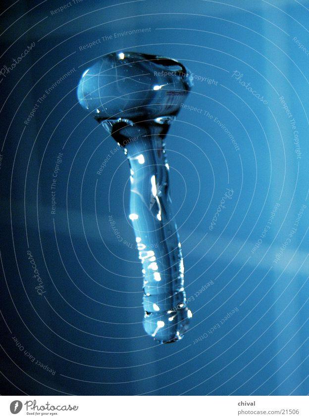 Wasserskulptur 22 blau Wassertropfen fallen Lichtbrechung