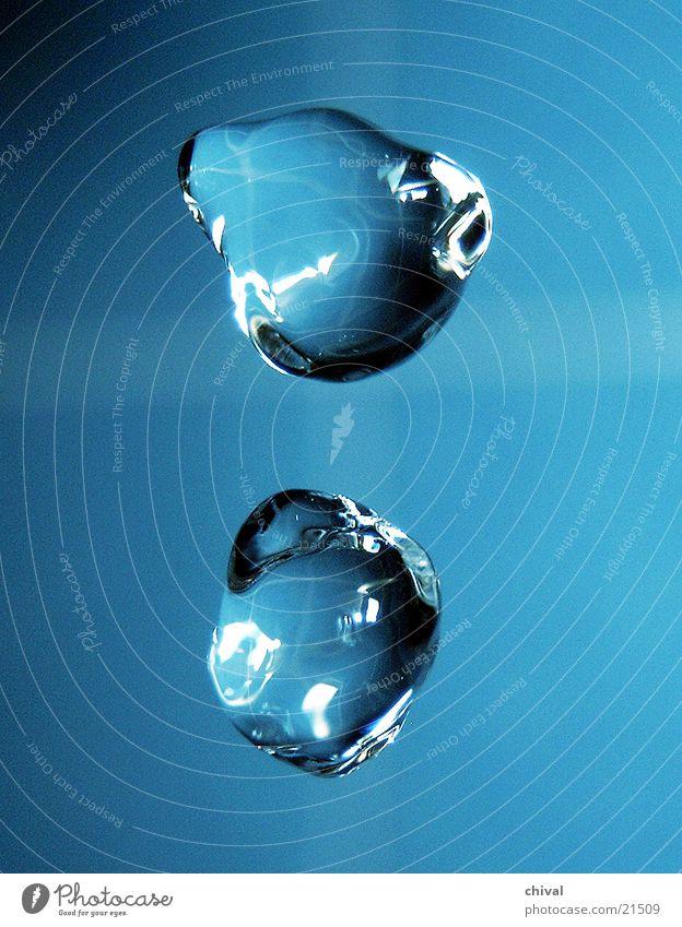 Wasserskulptur 14 blau Wassertropfen fallen Lichtbrechung